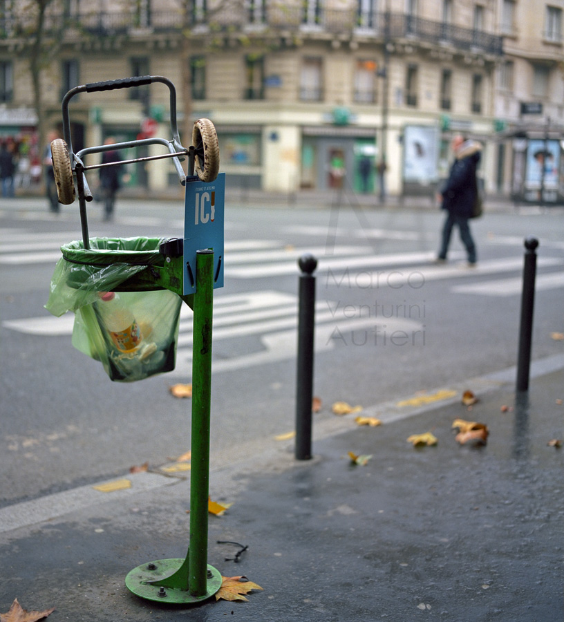 They do use litter bins, in Paris…