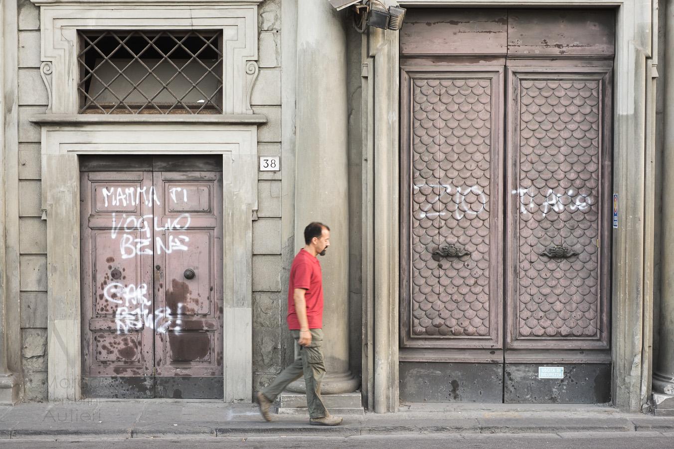 Family love graffiti in Italy-2