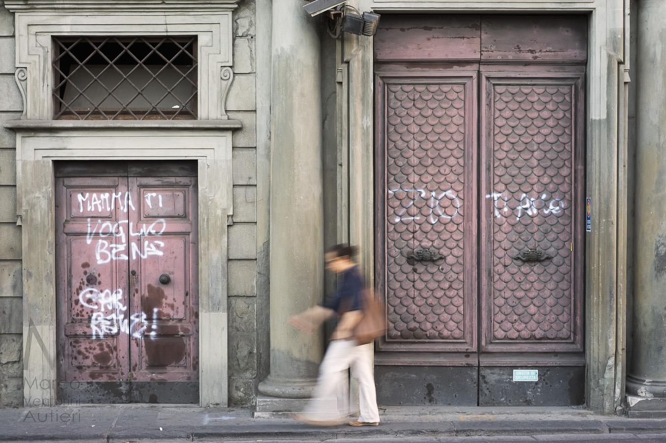 Family love graffiti in Italy-6bis