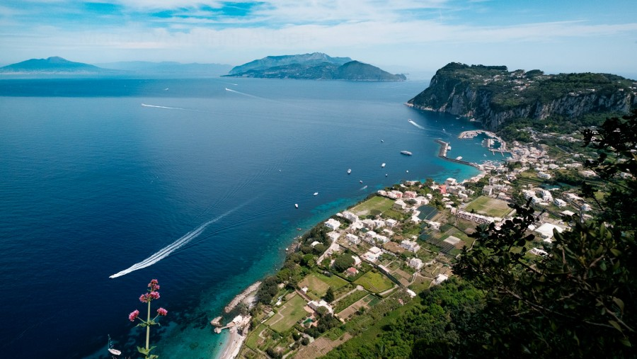 Marina Grande, together with the Italian coast (Costiera Amalfitana and Penisola Sorrentina), are a long-shot that immediately identifies the place. You cannot use this image to describe any place but Capri